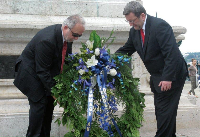Cérémonie d'hommage au fondateur, le 3 juillet 2011